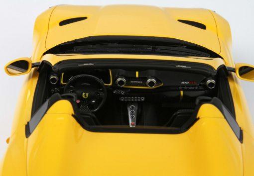 Modellino BBR 118 Ferrari 812 GTS Giallo Modena INTERNO