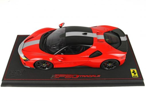 Modellino BBR MODELS 1 18 FERRARI SF90 STRADALE PACK FIORANO ROSSO CORSA 322 LATO